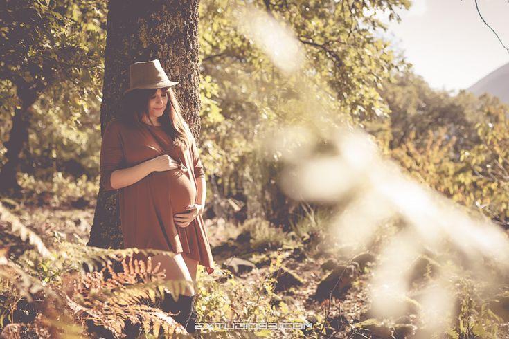 Reportaje de embarazo en Otoño. Colores del bosque. Pregnancy session in autumn. Forest colors. Fotografia / ideas ropa sesiones premamá / Moda premamá /  Photography / Sesión premamá en el bosque /