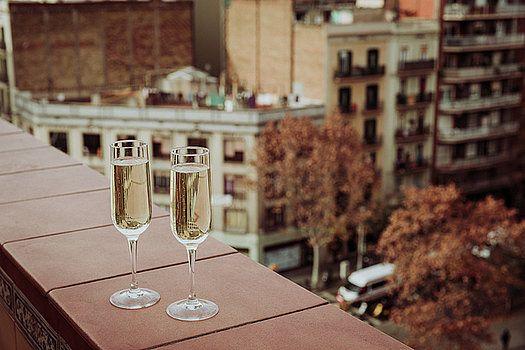 NadyaEugene Photography - champagne Glasses in Barcelona city center