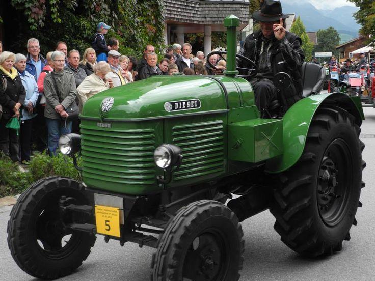Oldtimer-Traktor beim Almhoamfahrn im Kaiserwinkl #tirol