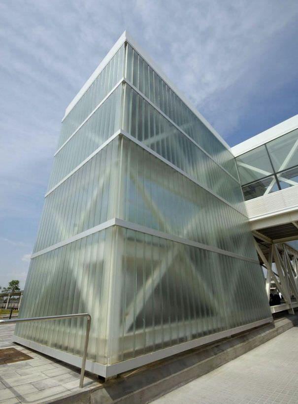 Fachada de policarbonato alveolar buscar con google edificios de policarbonato pinterest - Material para fachadas ...