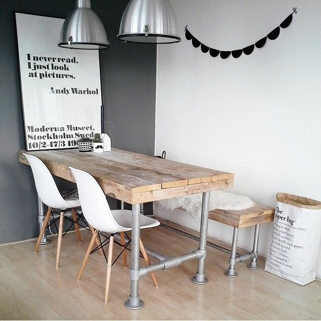 We love this charming rustic dining room table. Such a great design!