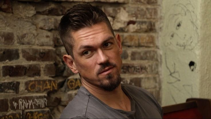 'Shameless' Star Steve Howey Discusses Upsides of Showtime Comedy's New 'Throuple'