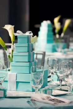 Centros de mesa con cajas azul Tiffany: Centerpieces Ideas, Tiffany Box, Tiffany Blue Weddings, Tiffany Blue Centerpieces, Breakfast At Tiffanys, Holidays Tables, Wedding Centerpieces, Diy Centerpieces, Parties Centerpieces