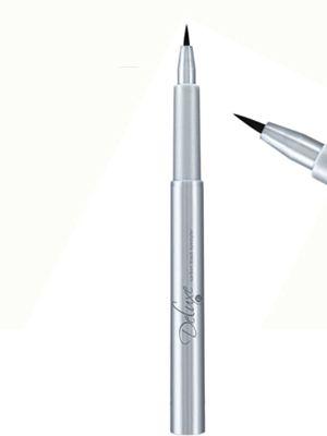Carbon #Black #Eyestyler.   - Carbon Black, det svartaste av svart. - Mycket enkel applicering. - Exakta tunna linjer -eller bredare linjer för kattögon-look. - Lätt att korrigera. - Appliceras på olje & puderfri hud. - Förvaras liggande.  1,1 ml. #Eyeliner #Cateye #Eyes #Smink #Make-up #Makeup