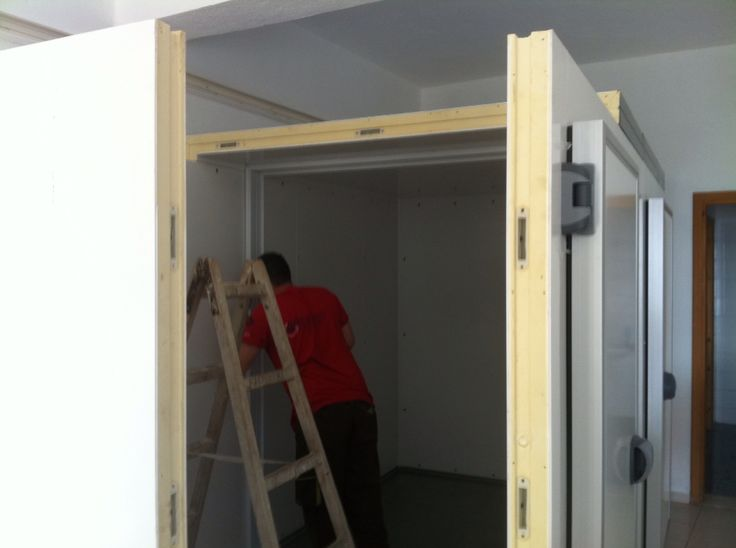 Walk in cold room installation.