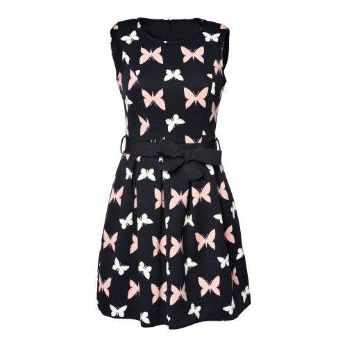 Zwart kort jurkje in rekbare stof. Roze en wit vlindermotief. Ceintuur rond het middel. De pop draagt S.
