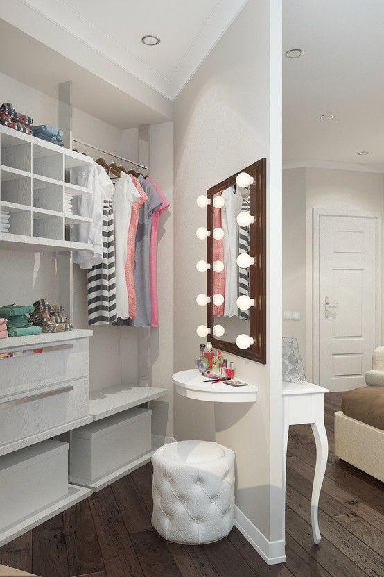 Penteadeira embutida dentro de closet. https://www.homify.com.br/livros_de_ideias/34925/10-penteadeiras-praticas-e-eleganterrimas