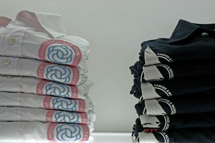 Camisas con bordados naúticos y marineros. By Onna Ibiza.