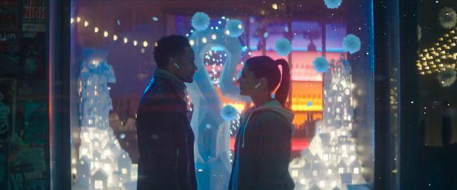 AirPods ile iPhone X uyumunu gösteren yeni bir reklam videosu yayınlandı. Apple tarafından yayınlanan AirPods videosunda yer alan tüm detaylar!
