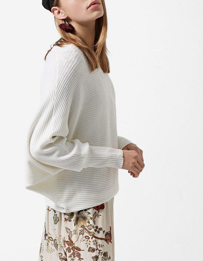 Pullover mit Fledermausärmeln Vanille Jetzt bestellen unter: https://mode.ladendirekt.de/damen/bekleidung/pullover/sonstige-pullover/?uid=6f3307a3-dd01-532a-b500-e244080f7770&utm_source=pinterest&utm_medium=pin&utm_campaign=boards #damenmode #sonstigepullover #strick #pullover #bekleidung Bild Quelle: stradivarius.com