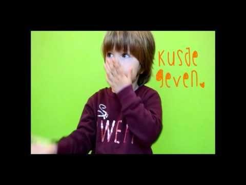 Liedje Kusjes voor oma en opa - YouTube
