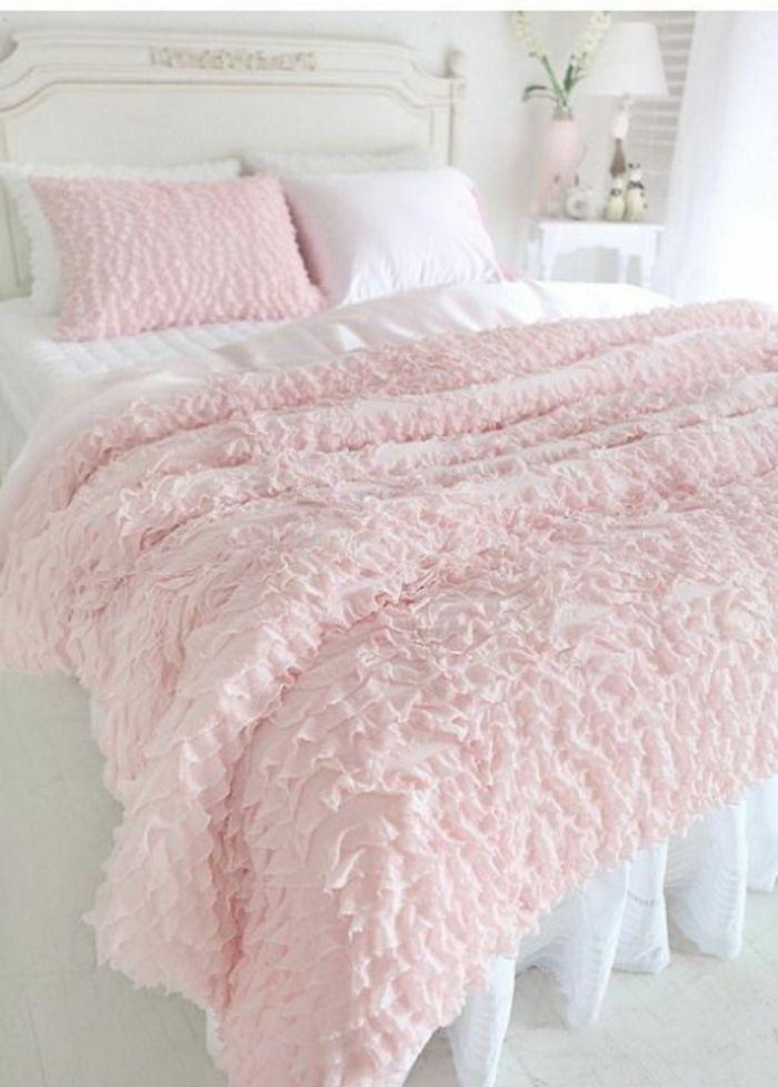 couleur rose pale, chambre rose et gris, couverture de lit et ...