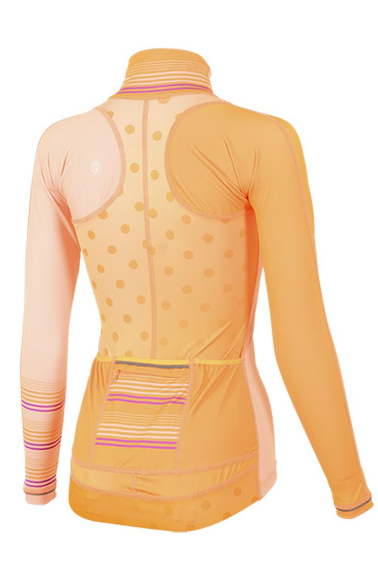 The Virtue Women's Cycling Jersey features 3 back pockets! It's perfect for road cycling and would go great with any cycling outfit.