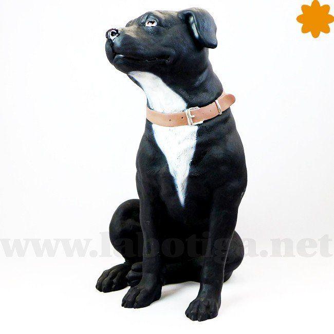 Figura de Tamaño real de perro Staffordshire Terrier blanco y negro