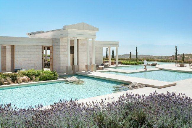 Te contamos todo sobre la lujosa cadena hotelera preferida por famosos como George Clooney o Mark Zuckerberg y en la que todos querríamos pasar una noche (o varias). ¡Echa un vistazo y comienza a soñar! #travel #trip #lujo #hoteles #Grecia #Tailandia #EEUU #India
