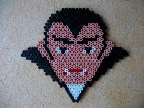 vampire  en perle hama cliquez sur la photo pour voir le modèle avec la plaque