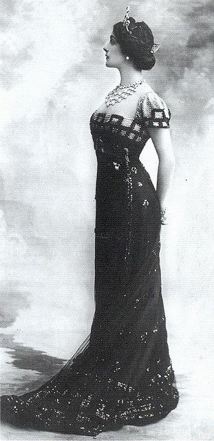Gorgeous details on the gown and in the jewelry.  Lina Cavaliere, 1910s