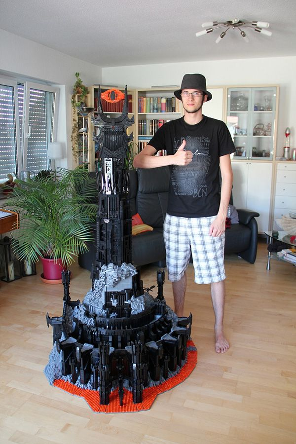 Mordor Built entirely out of Legos??This man is my hero!!!