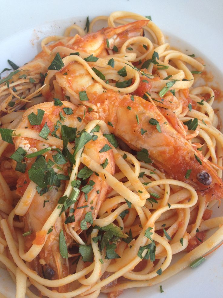 Linguini with shrimps and tomato sauce the best for summer http://www.instyle.gr/recipe/garidomakaronada/