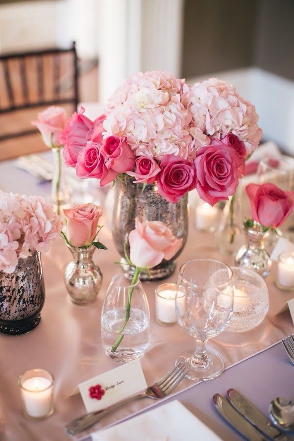 Roses, hydrangeas & candles!  Such a nice combination!    Aline ♥