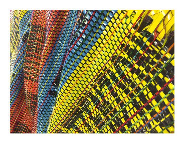 La Fondazione San Patrignano, l'impresa sociale Making for Change e il London College of Fashion danno il via a un progetto inedito: ricavare tessuti di qualità da materiale di scarto, fibre tessili, carta o plastica.