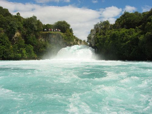Huka Falls, Taupo  Huka Falls is located in Wairakei Park. This is only a short 5 minute drive north of Lake Taupo. Or you can choose the 30 minute riverside walk as a way to get to the several viewing platforms that are available.