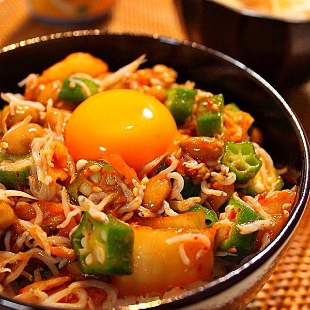 作るのが面倒な時のお助けレシピ。 納豆、キムチ、シラス、オクラ、ごま、卵黄のコラボ丼です。 - 375件のもぐもぐ - ごちゃまぜ納豆丼 by bagusbintang