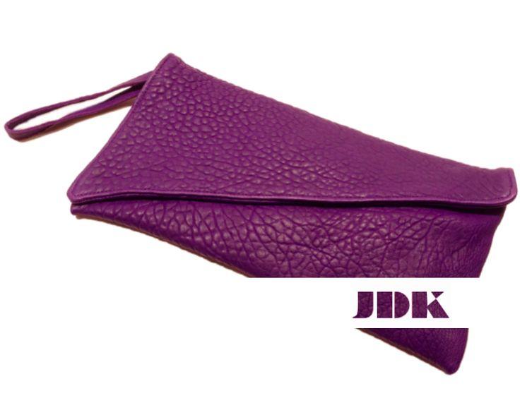 Il regalo per Lei più azzeccato? Senza dubbio la #borsa! #jdk #jdkbagsandmore #clutch #viola #style #stylish #glam #girly #golook #leather #love #borse #accessories #bags
