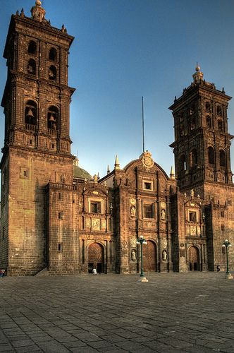 Catedral de Puebla. MEXICO.      (by Tlamatinime01, via Flickr)
