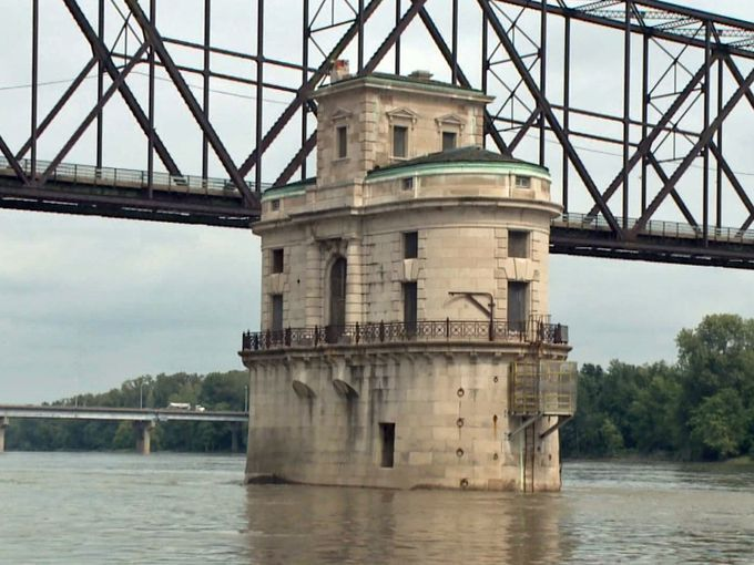 the amazing mississippi river The mississippi river 3,730 km long, which is slightly shorter than the missouri river the great river road, which runs alongside the river, was created in 1938 the great river road runs.