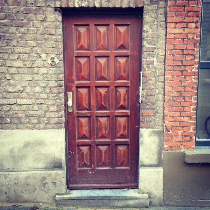 Mocht ik niet zo verlegen zijn, ik zou deze bruine deur aangeraakt hebben. #gent (307/365)