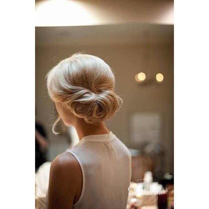 Τα πιο κομψά διαχρονικά χτενίσματα μόνο στο @homebeaute ! Για #ραντεβού ομορφιάς στο σπίτι σας στο τηλέφωνο  21 5505 0707 ! . . . #γυναικα #myhomebeaute  #ομορφιά #καλλυντικά #καλλυντικα #μακιγιάζ #ραντεβου #ομορφια  #χτένισμα #μαλλια #μαλλιά #χτενισματα