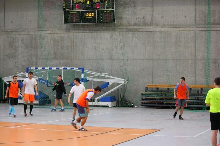 w fazie eliminacyjnej zmierzyły się drużyny wydziałowe z numerami II i III