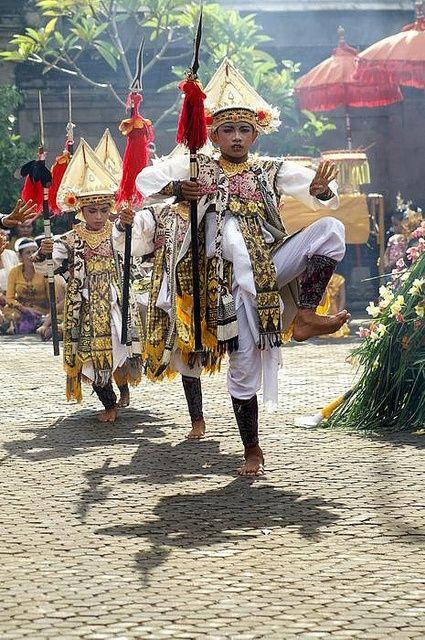 Baris dance: