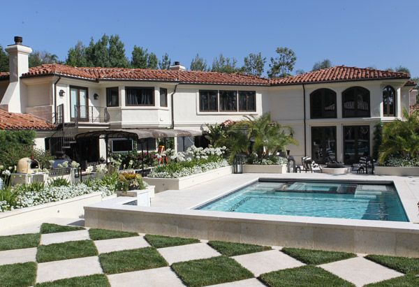Love the checkerboard pattern in the backyard of the jenner's house