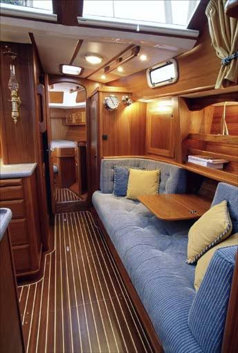 Love the fold-down table in the center of the couch. #boats