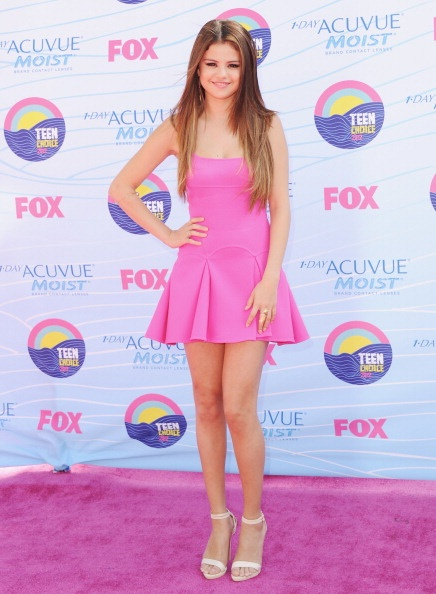Selena Gomez looked fab in hot pink (on the cute pink carpet) at the 2012 Teen Choice Awards.