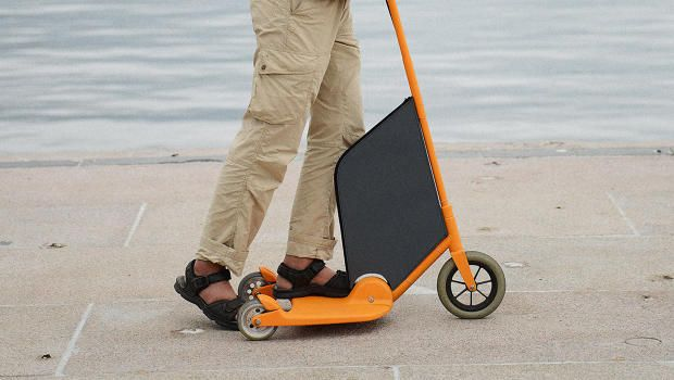 This Electric Scooter Turns Into A Storage Cart With One Simple Move