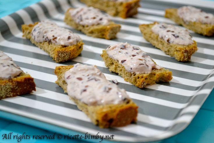 I crostini con crema di radicchio sono un antipasto da servire sia caldo che freddo, semplice e veloci da preparare con l'aiuto del tuo bimby.