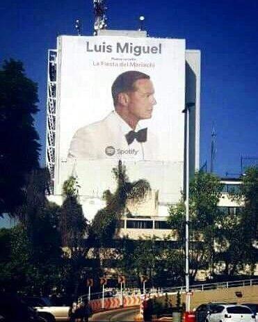 Luis Miguel vuelve con La Fiesta del Mariachi para deleitarnos con su potente voz.  Promoción en Polanco, Mexico Tengo Todo Excepto A Ti, Fan club oficial Argentino desde 1990