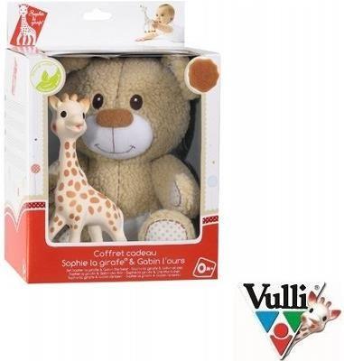 Żyrafa Sophie z misiem Gabinem - Ten zestaw poza Żyrafką Sophie zawiera wspaniałą maskotkę, przedstawiającą uroczego misia Gabina. Poznaj swojego Maluszka z tym przyjaznym duetem, który pokocha od pierwszej chwili! Całość zapakowana w pudełeczko z okienkiem, które świetnie nada się na wyjątkowy prezent dla Maluszka.