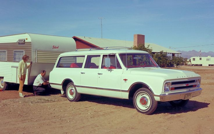 Dubbel feest bij General Motors. Niet alleen viert het merk de 80e verjaardag van de Suburban, in de fabriek in Arlington rolde ook nog eens de 10 miljoenste auto van de band - niet geheel toevallig ook een Suburban. Een zwarte Chevrolet Suburban van modeljaar 2015 is de 10 miljoenste auto die het Arlington Assembly Center verlaat (foto 2). De Texaanse fabriek opende in 1954 en produceert sinds 1997 de grote SUV's van het GM-concern: de GMC Yukon, Cadillac Escalade, Chevrolet Tahoe en nat...