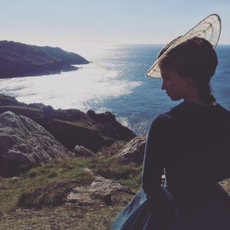 "Heida Reed (@ReedHeida): ""The view is ok I guess. @PoldarkTV #poldark"""