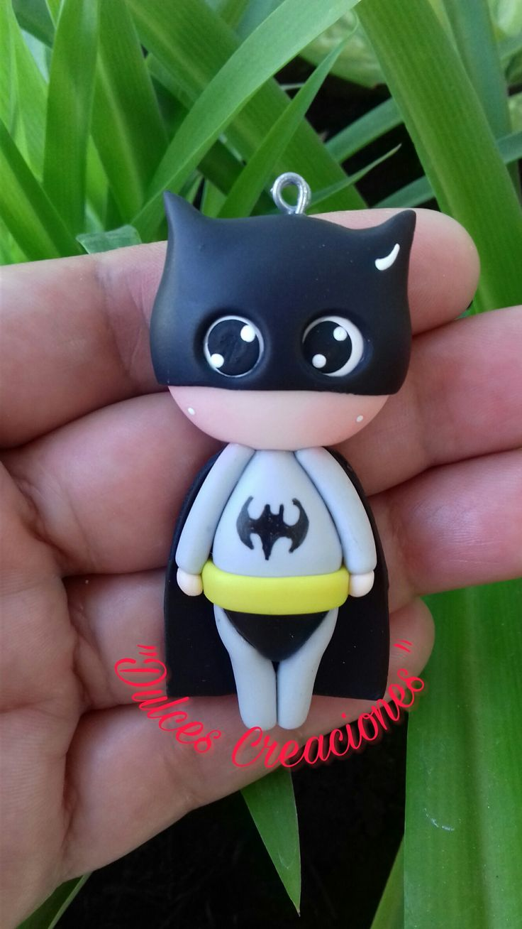 Batman! Para Collar o Llavero. Hecho por Mary Reyes.  Pasta flexible, porcelana fria, Biscuit.
