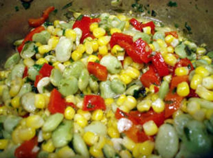 There are a lot of succotash recipes out there, but I didn't see any like my mother and daddy used to make. Sometimes I think my mother learned a lot of her cooking from my father and his sisters. He was older, 32, when they married, and she was a new high school graduate! Hadn't had time to learn to cook yet. But his mother and sisters were some of the best Southern cooks I ever met. Here is the succotash recipe we used to have when I was growing up. Very easy to do.