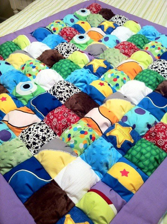 Toy story, nemo, monsters inc and wall-e inspired puff quilt...I want to try to make this for Ben!! Ashley? But less purple and more greens:)