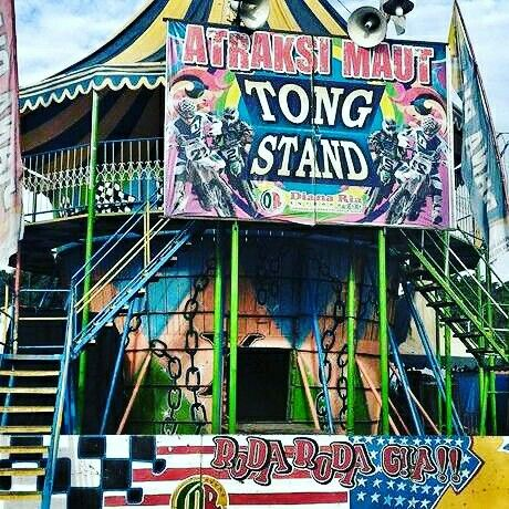 Tong stand