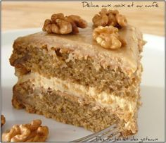 DELICE CAFE & NOIX - Biscuit moelleux au café et aux noix, crème au beurre au café, fondant au café