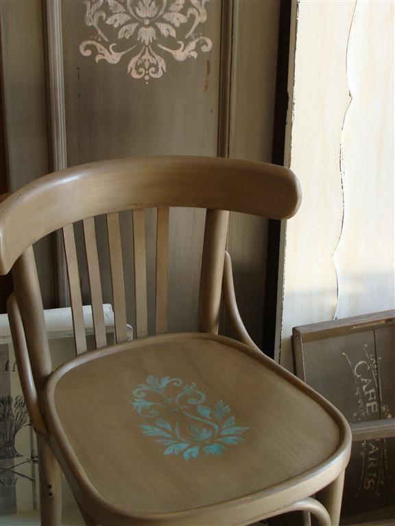 Thonet szék stencillel díszítve