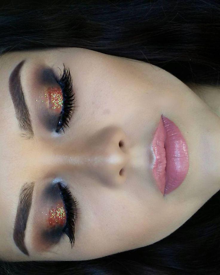 Noches de verano ������☉��☉☉�� ��������������������✨✨#cutcrease #eyebrowlove #eyebrows #junio #amor #makeuplove #glitteraddiction #makeupartist #universodamaquiagem_oficial #instabeeyou #undiscoveredmuas #makeup #makeupforbarbies #likeforlikes #lips #ardelllashes #lorealparis #maybelline #1minutemakeup #corazon #mamatraviesa #makeuptime #powerofmakeup #power #glitter #eyeliner #eyebrowlove #lorealparisusa #undiscovered_muas…